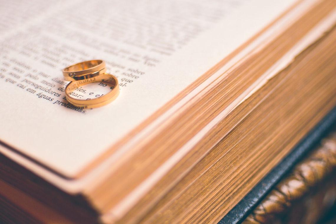 How to Become a Wedding Officiant? - WeddingVendors.com